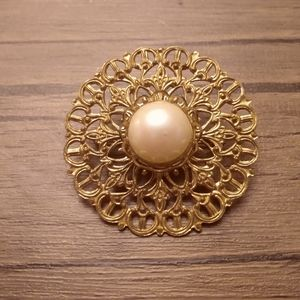 Gold lattice antique brooch with pearl detailing